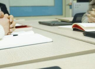 2 sposoby na zarabianie z domu na znajomości języka angielskiego, które motywują do nauki